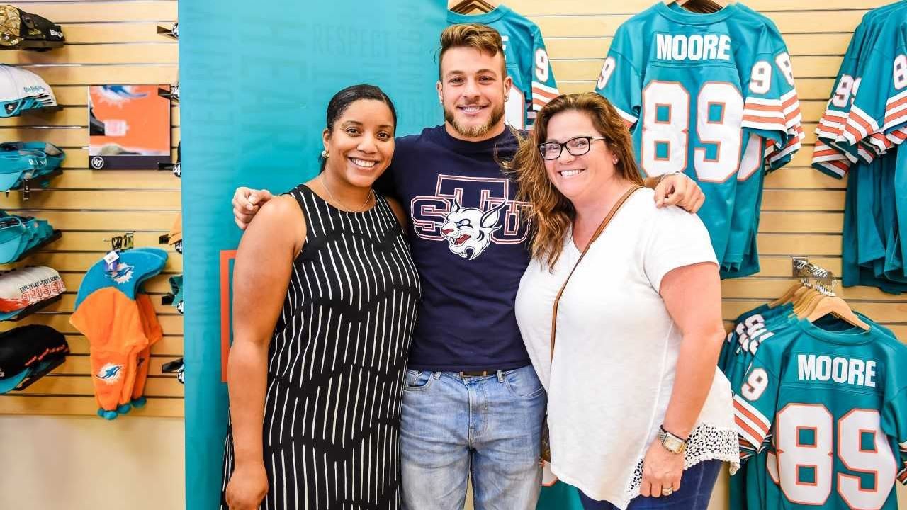 huge selection of 46c6a 52f71 MARK FONTANA RECEIVES NAT MOORE SCHOLARSHIP FROM MIAMI ...